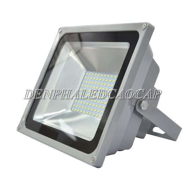 Thân đèn pha LED F5-50 cấu tạo từ hợp kim nhôm và kính cường lực