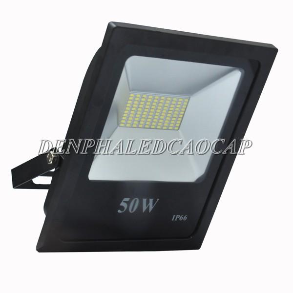 Đèn pha LED F6-50 cấu tạo từ hợp kim nhôm và kính cường lực