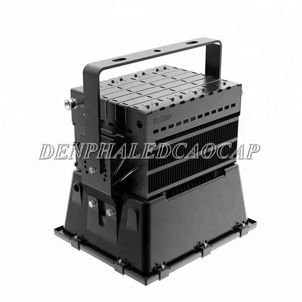 Tản nhiệt của đèn pha led F3V-300 thiết kế xẻ rãnh
