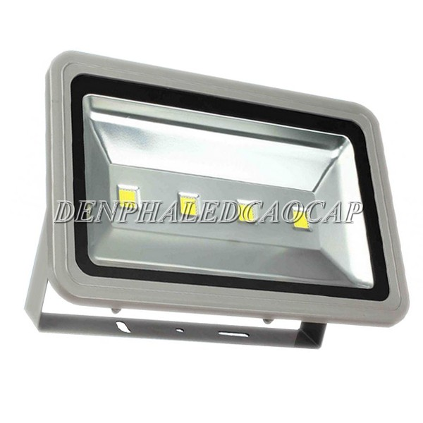 Đèn pha LED F1-200 có nhiều ưu điểm nổi bật