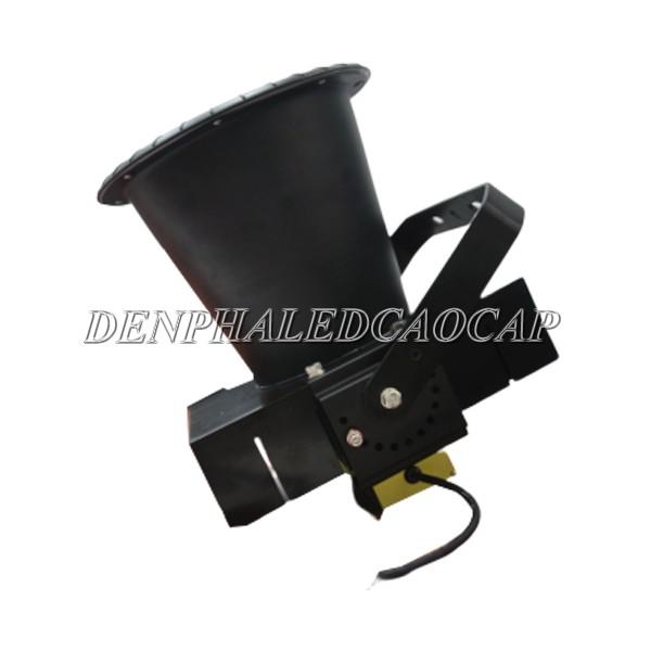 Nguồn driver của đèn pha led F32-400 được lắp ở phía dưới đế đèn