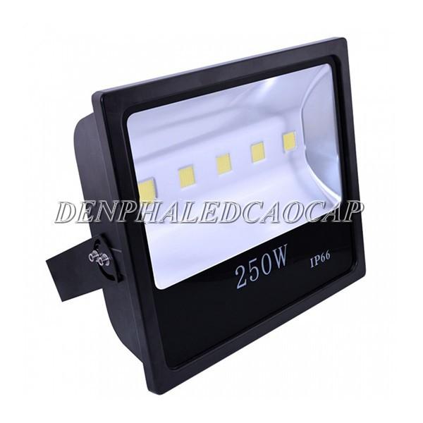 Kiểu dáng đèn pha LED F4-250