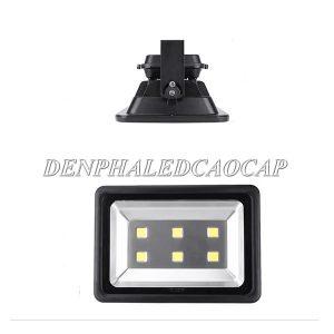 Chip LED bố trí đều ở mặt đèn