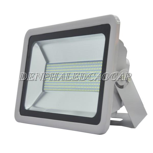 Kiểu dáng đèn pha LED F5-200