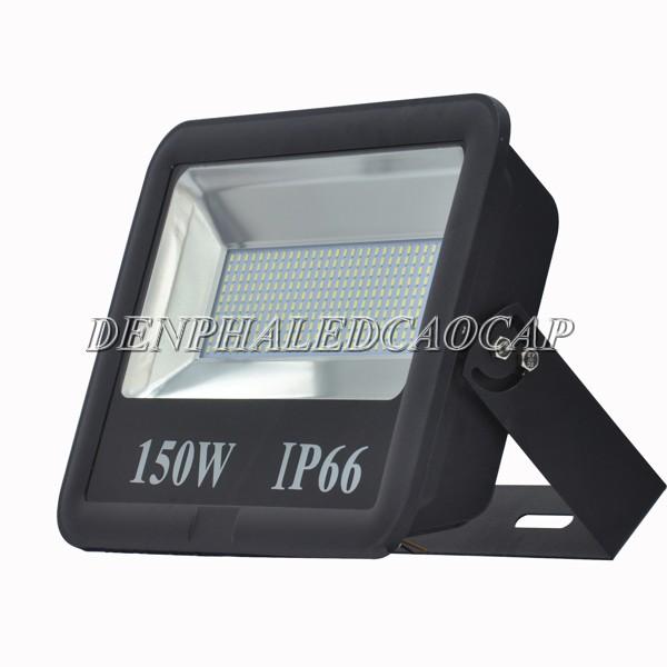 Kiểu dáng đèn pha LED 150w model F6