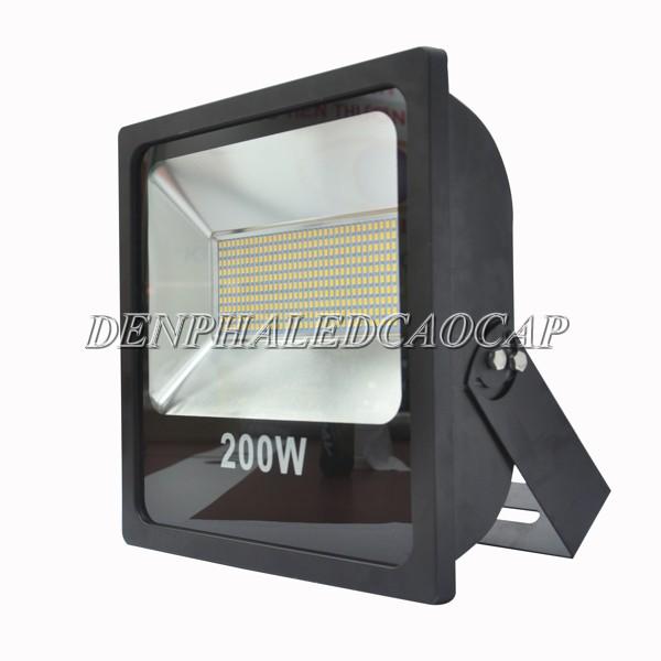 Kiểu dáng đèn pha LED F6-200