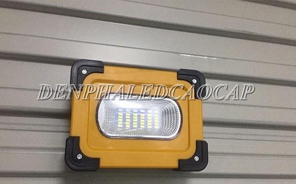 Đèn pha LED năng lượng mặt trời F13TA