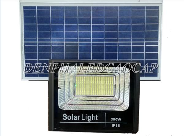 Đèn pha năng lượng mặt trời 300W IP66